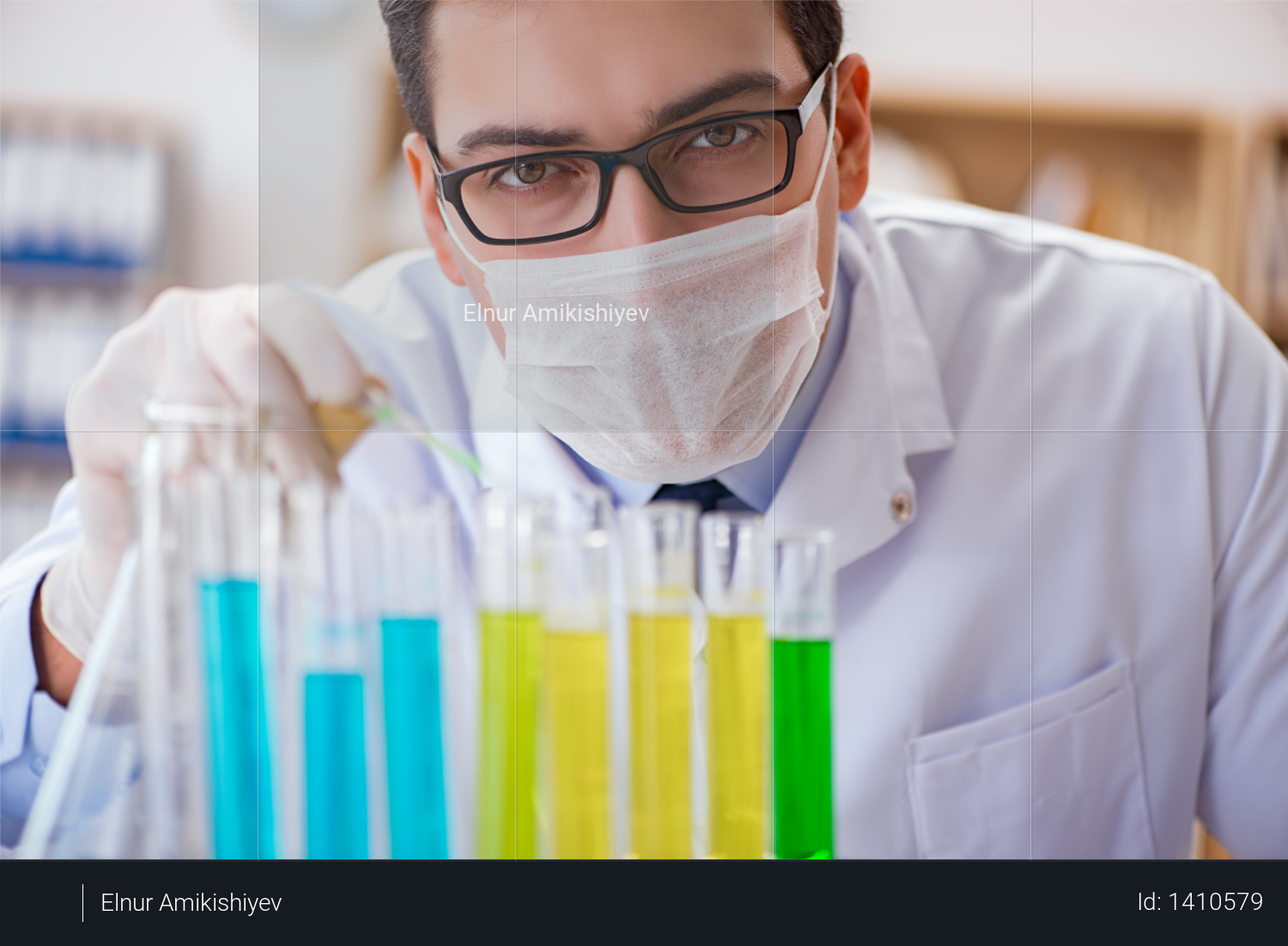 Doctor working in the lab Photo