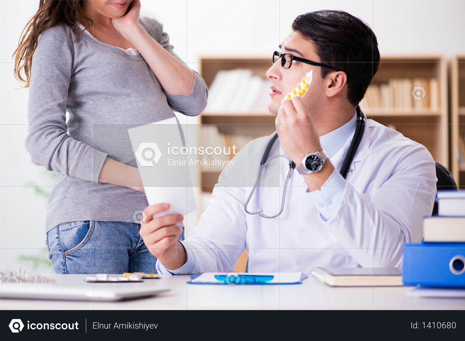 Pregnant woman visiting doctor for consultation Photo