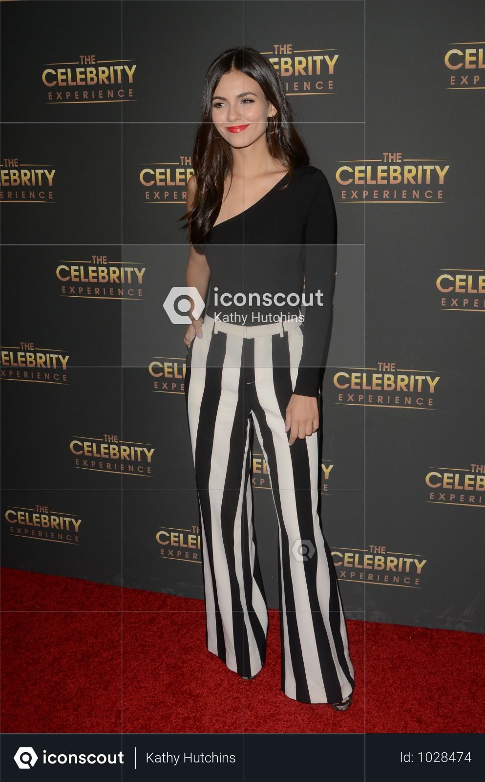 USA - Victoria Justice At The Celebrity Experience - Universal City Photo