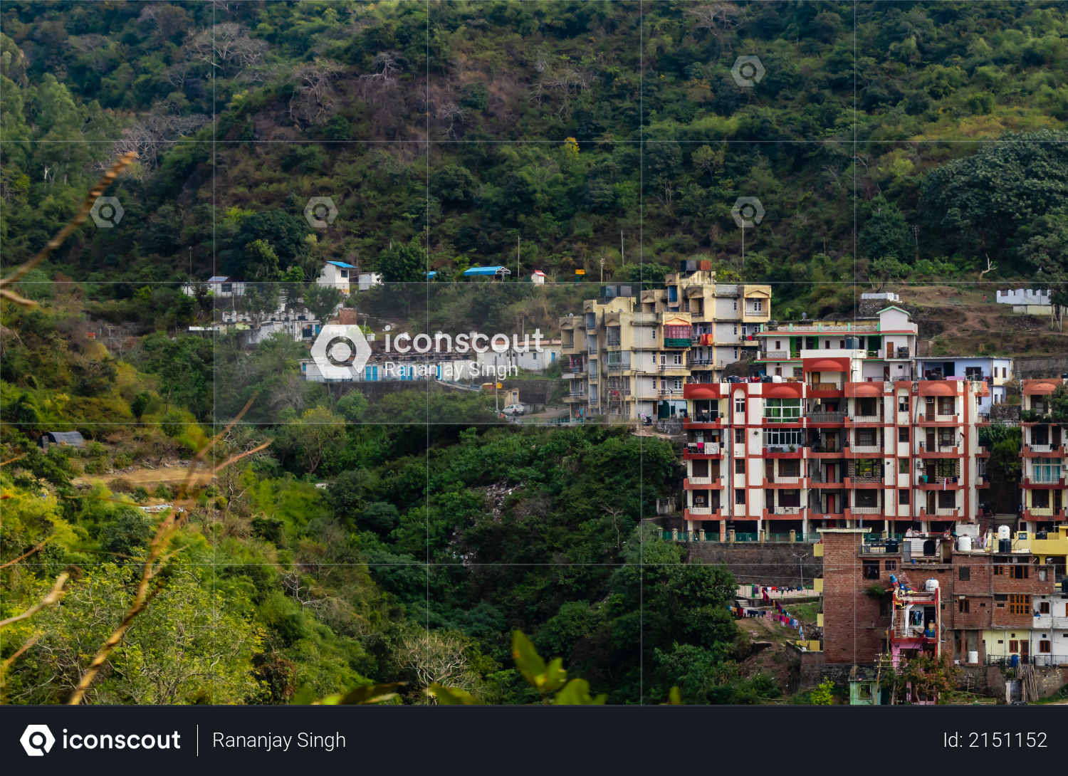 Wide photography of buildings and mounatins in the background Photo