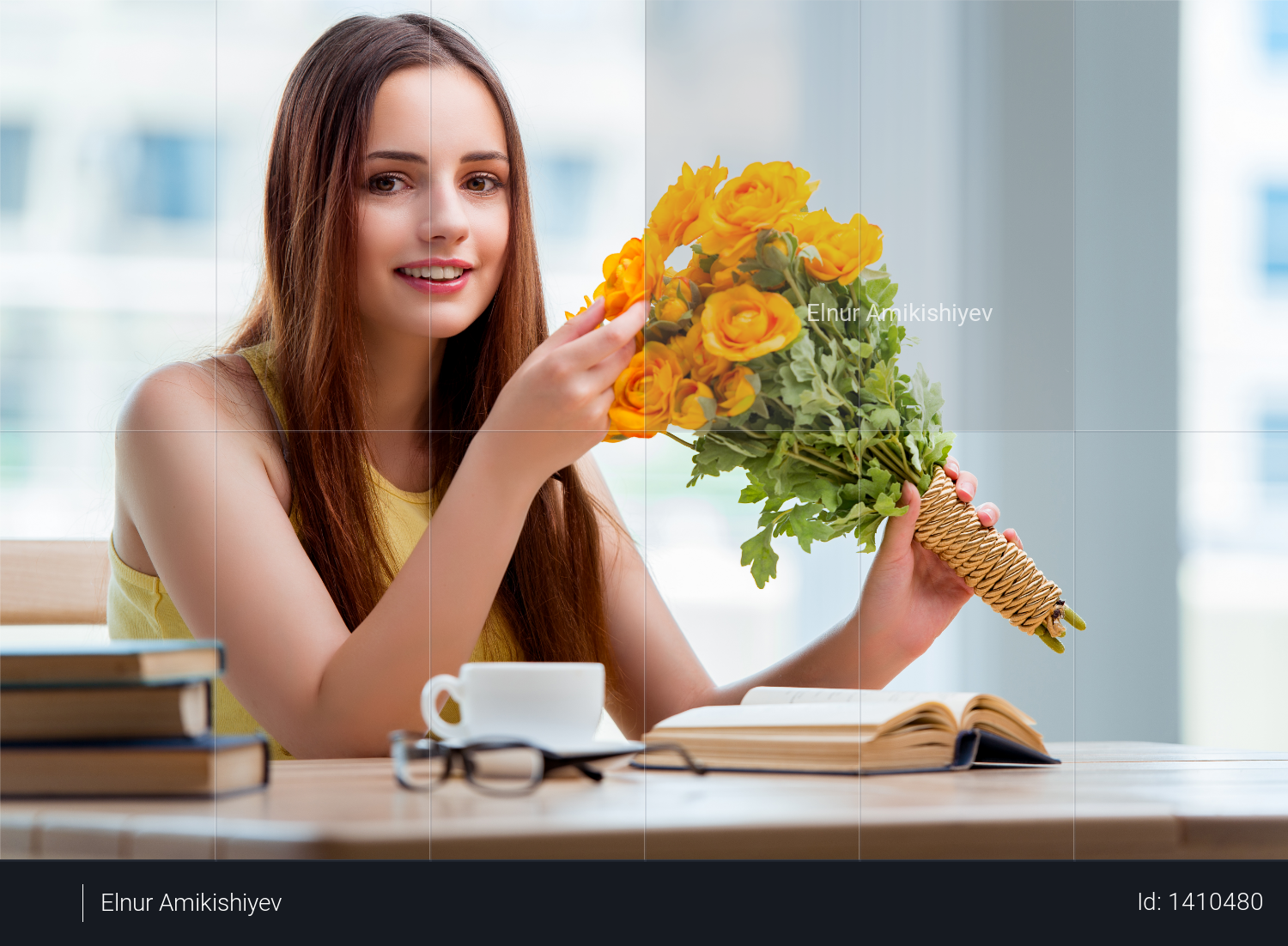 Young girl with present of flowers Photo